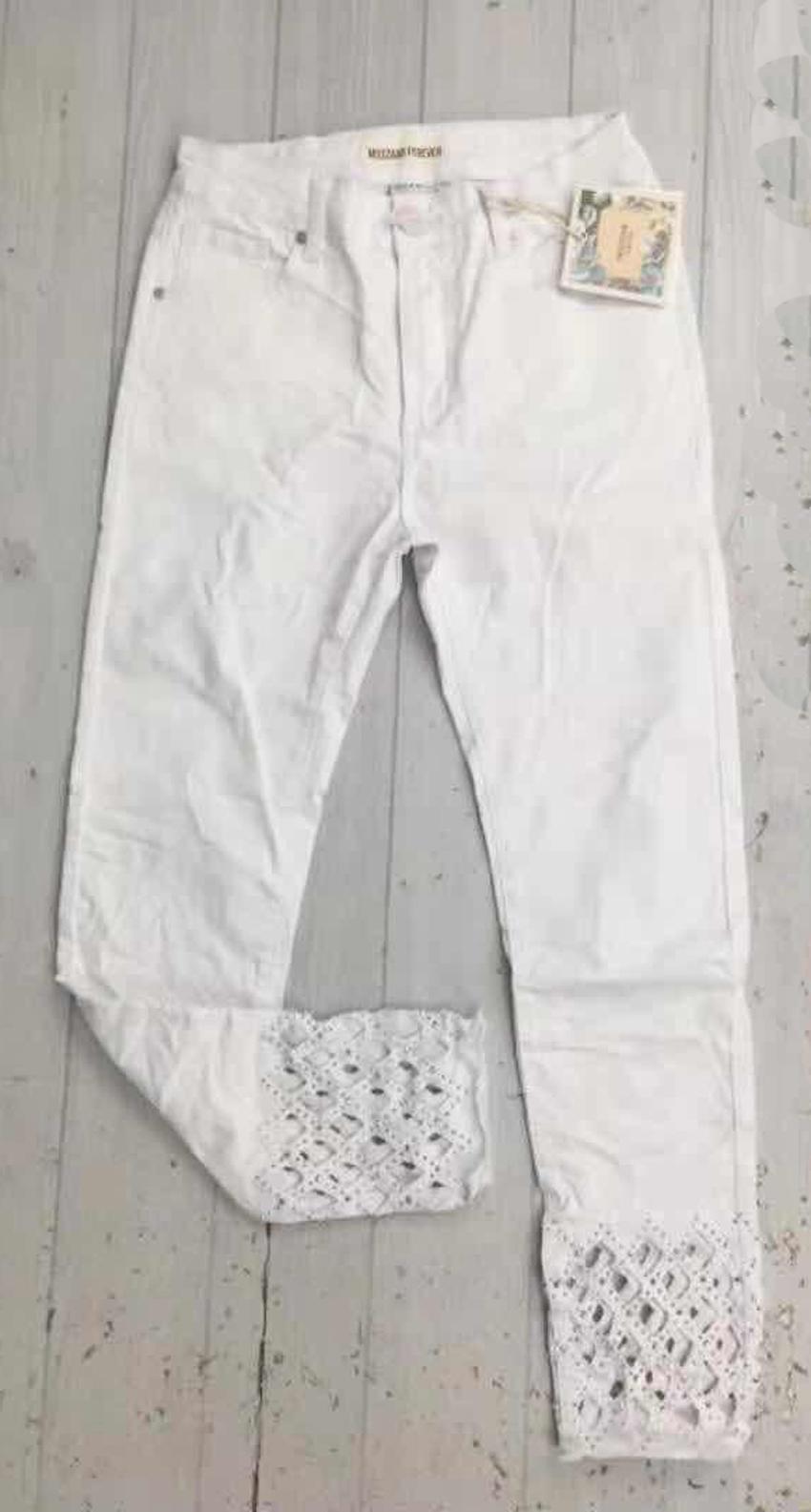 Jeans Damen 5 Pocket Style Ausbrenner und Stickerei Details von Mozzaar